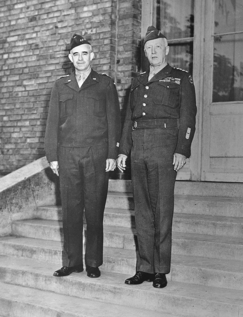 """""""24 mai 1945, les généraux Bradley et Patton en visite à Reims au QG d'Eisenhower"""""""