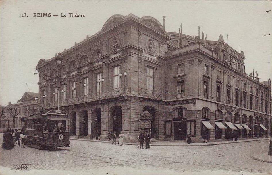 Le tramway et le Théâtre