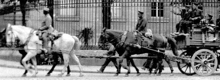Guerre 14-18 Passage d'Allemands devant le palais de justic