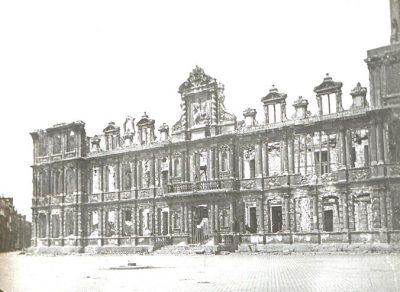 L'hôtel de Ville après le bombardement