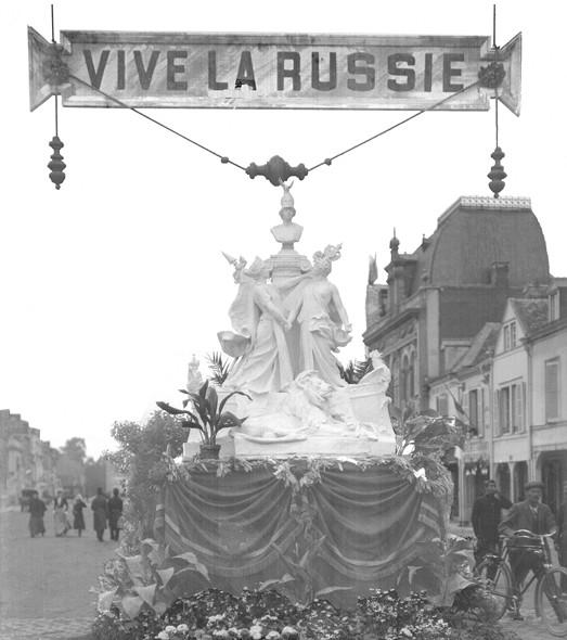 Paix Édifice élevé à l'angle de la rue Buirette et de la place d'Erlon pour la visite du tsar le 19 septembre 1901