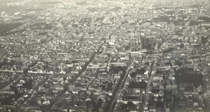 Vue aérienne du centre ville de Reims avant 1914
